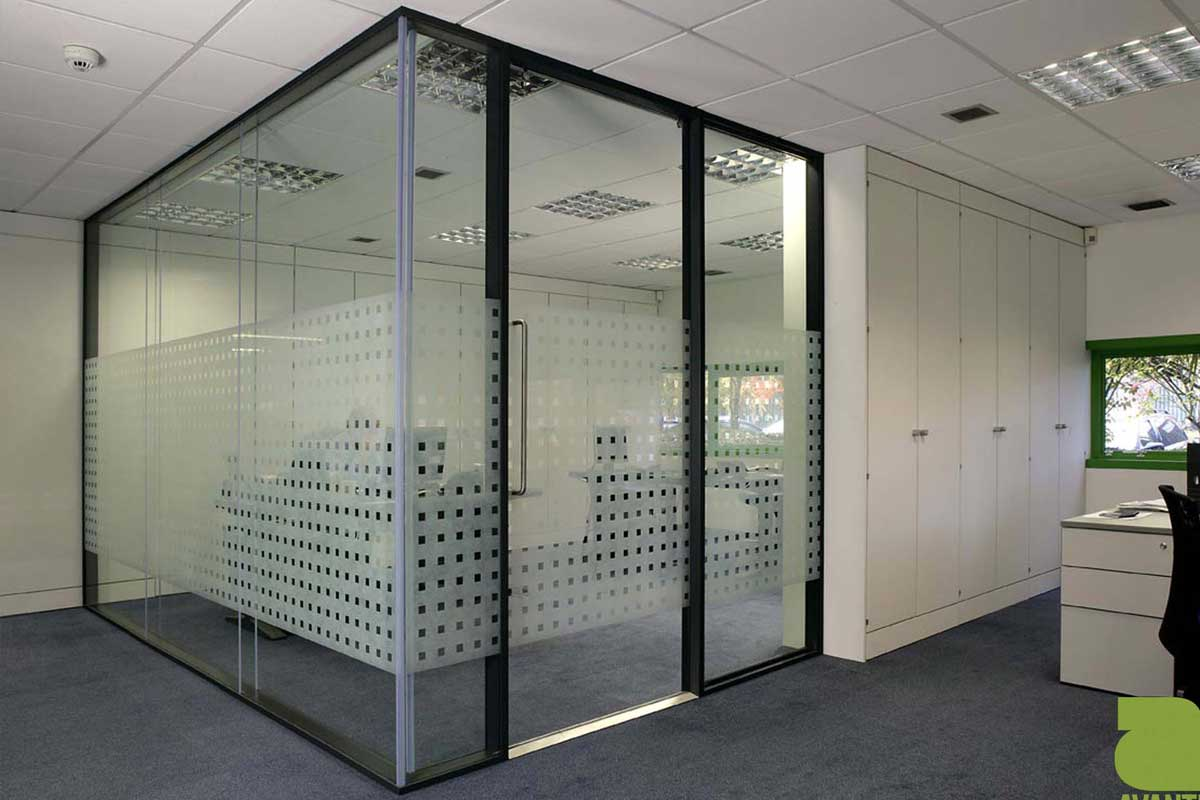Modular system that incorporates a floor-to-ceiling glass door allows flexibility