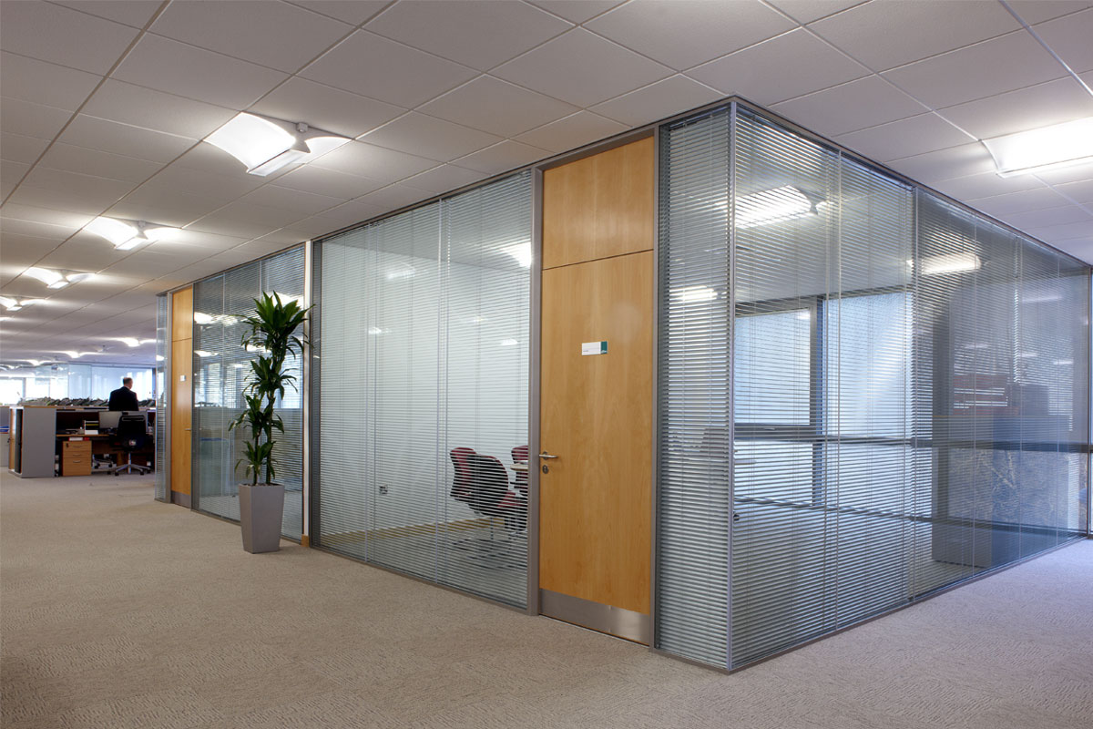Frameless double glazed glass walls avanti systems usa Office partition walls with doors