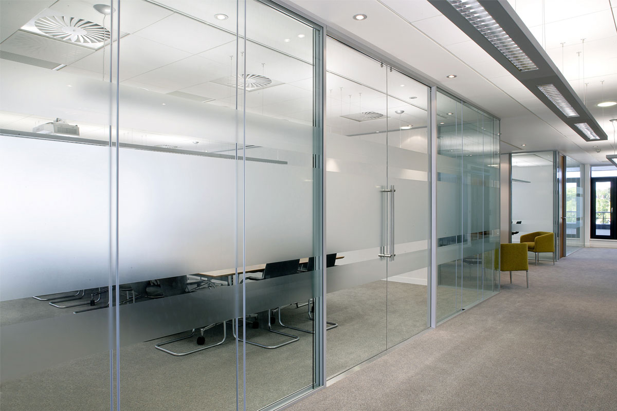 Frameless double glazed glass walls avanti systems usa Interior glass partition systems
