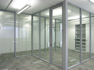 Transverso Modular Monoblock Glass Wall Gallery 1