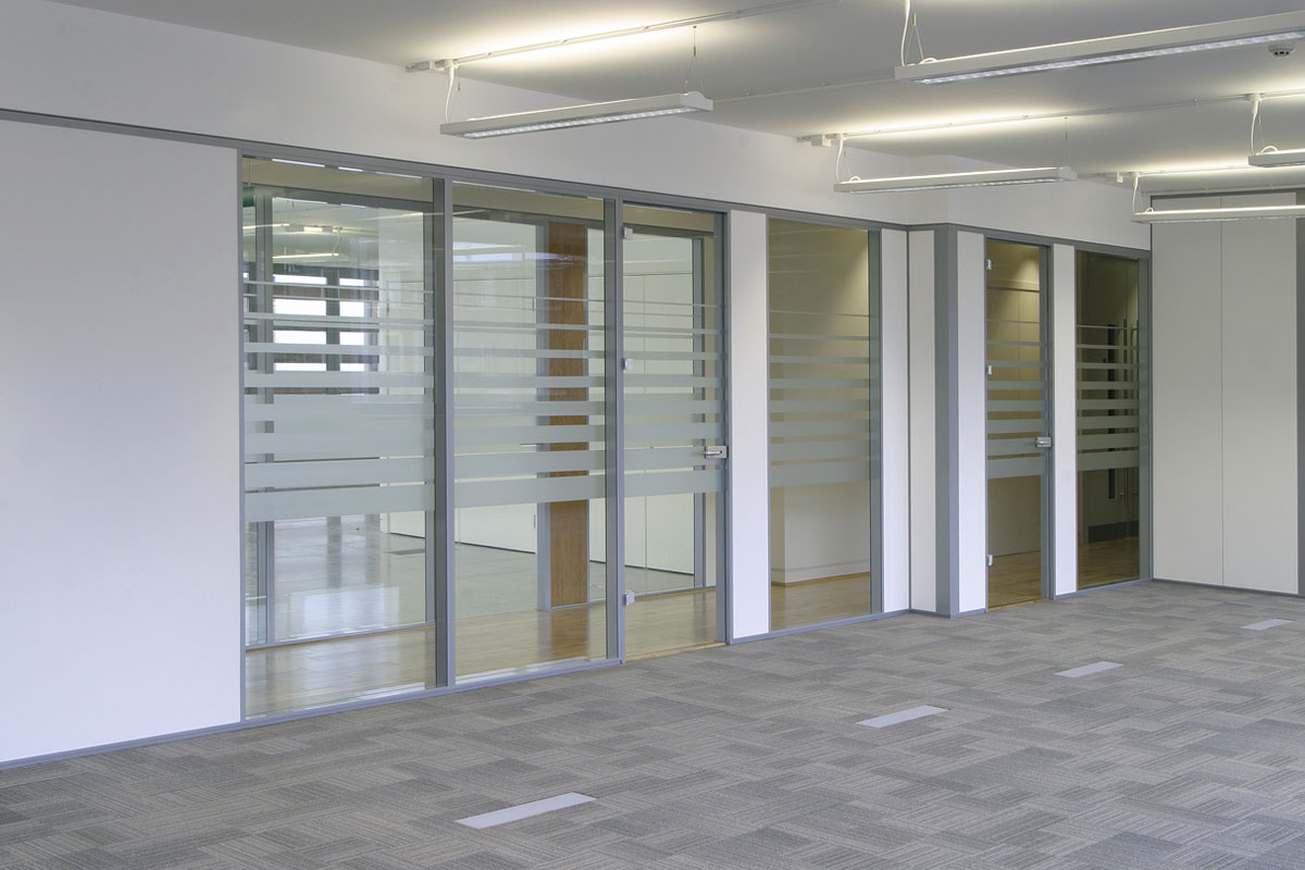 Transverso Modular Monoblock Glass Wall Gallery 11