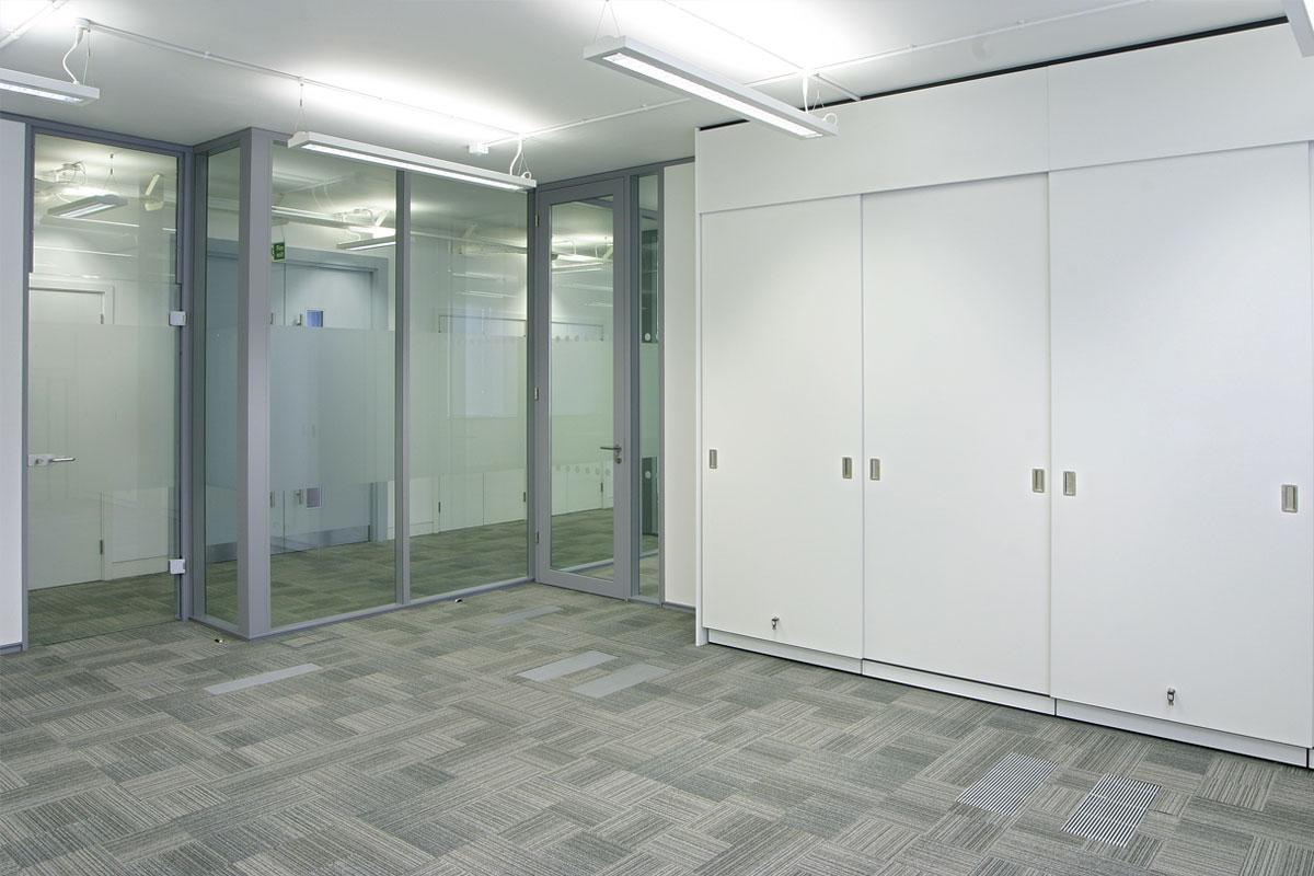 Transverso Modular Monoblock Glass Wall Gallery 6