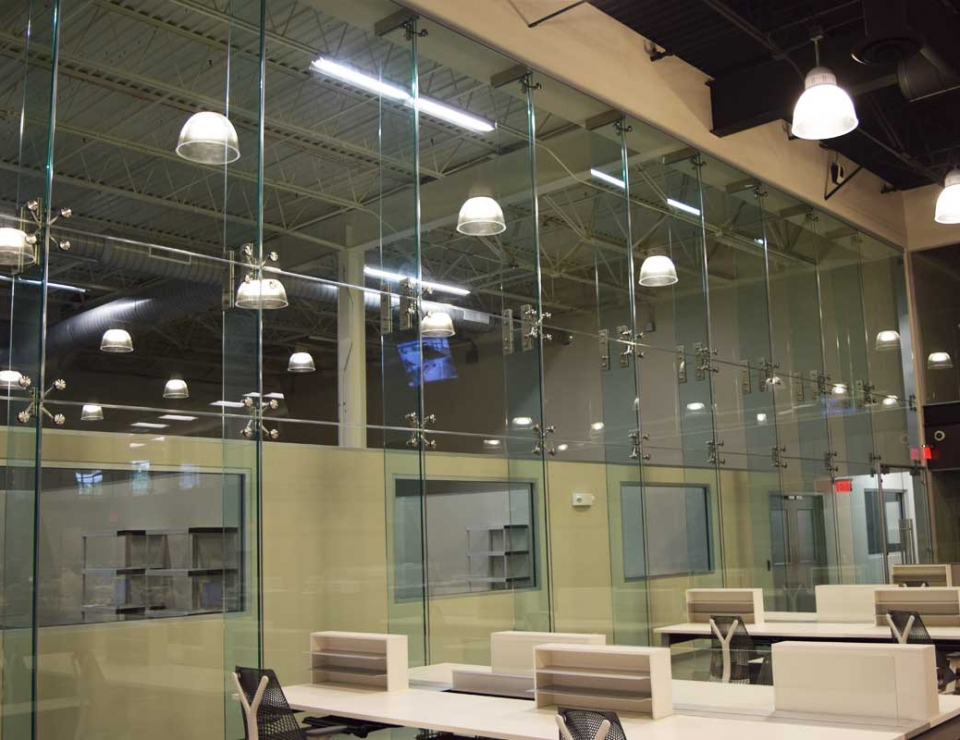 Point Support Single Glazed High Glass Wall Slider 1