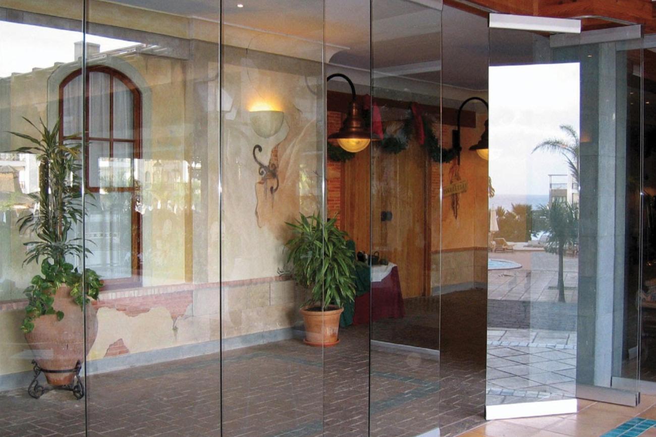 Indoor/Outdoor Accordion Door Alternatives - Folding Glass Walls