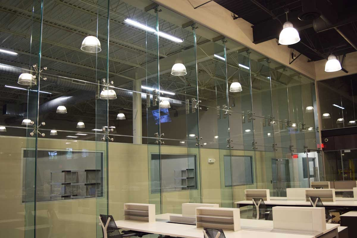 Accommodate a Large Space With Glass Curtain Wall